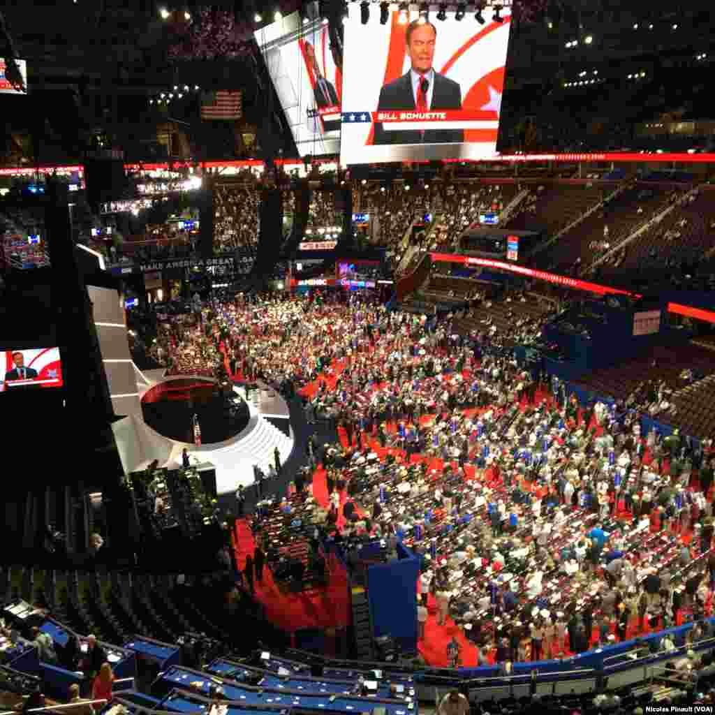 Vue de la Quicken Loans Arena lors de l'ouverture de la convention nationale des républicains à Cleveland, Ohio, le 18 juillet 2016 (VOA/Nicolas Pinault).