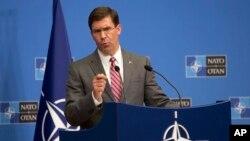 미국의 마크 에스퍼 국방장관 대행이 27일 벨기에 브뤼셀에서 열린 북대서양조약기구(NATO) 국방장관회의에서 기자회견을 했다.