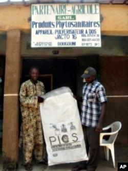 A PICS bag retailer in Mali