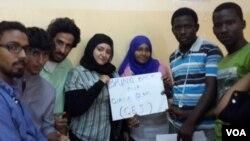 Dalibai a Jami'ar Kimiyya da Fasaha ta Bayan, a birnin Khartoum dake Sudan suna kira a nema dalibai mata da aka sace a Cibok. Mayu 2, 2014