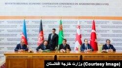 وزیران خارجۀ افغانستان، ترکیه، ترکمنستان، آذربایجان و گرجستان موافقتنامۀ راه لاجورد را امضا کردند