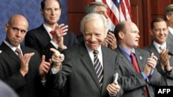 """Dự luật được Thượng viện và Hạ viện thông qua hồi tuần trước bãi bỏ chính sách """"Không hỏi, Không nói"""""""