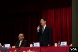 鸿海科技集团董事长刘扬伟2020年11月12日于台湾土城鸿海总部谈话。(美国之音记者李玟仪摄)