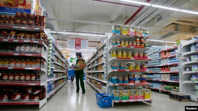 Trong một tổng kết cuộc vận động 'Người Việt ưu tiên dùng hàng Việt', giới hữu trách cho biết đã có 63% người dân trên cả nước ưu tiên dùng hàng Việt.