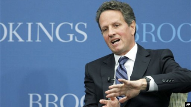 "Treasury Secretary Timothy Geithner gestures while speaking at the Brookings Institution's ""The Path to Global Recovery"" forum, 6 Oct 2010."