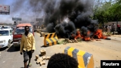Sudanese protesters burn tyres and barricade the road leading to al-Mek Nimir Bridge crossing over Blue Nile; that links Khartoum North and Khartoum, in Sudan, May 13, 2019.