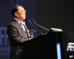 香港特首曾荫权称香港为内地走向国际搭桥