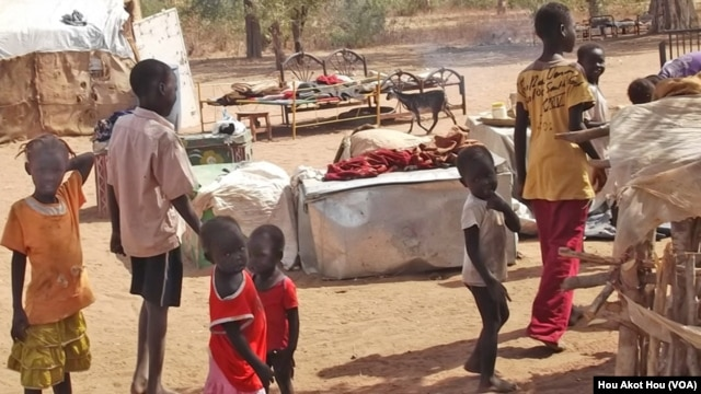 Children in a camp in South Sudan for displaced persons from Abyei. (Hou Akot Hou/VOA)