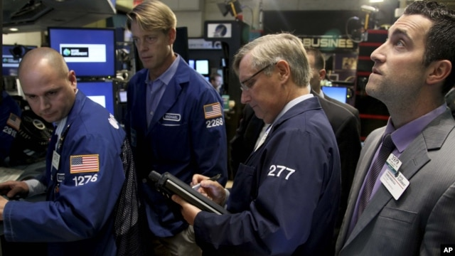 Traders work on the floor at the New York Stock Exchange in New York, Oct. 31, 2012.