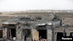 Après des frappes aériennes, localité d'Arhab, 20 km au nord de Sana'a, le 23 août 2017.