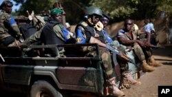 Des soldats maliens dans les rues de Gao le 24 novembre 2013. (AP Photo).