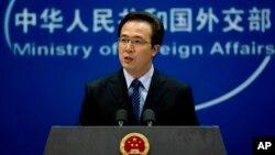 """Phát Ngôn viên Hồng Lỗi của Bộ Ngoại giao Trung Quốc Hồng Lỗi đề nghị Hoa Kỳ phải có """"thái độ công bằng và hợp lý"""" đối với những tranh chấp ở Biển Đông."""