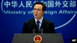 Phát ngôn viên Bộ Ngoại giao Trung Quốc Hồng Lỗi phát biểu trong một cuộc họp báo ở Bắc Kinh.