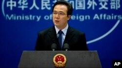 Juru bicara Kementerian Luar Negeri China, Hong Lei memberikan keterangan pers di Beijing (foto: dok).