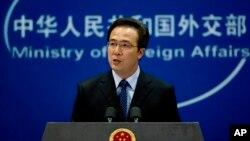 Phát ngôn viên Bộ Ngoại giao Trung Quốc Hồng Lỗi phát biểu trong một cuộc họp báo tại Bắc Kinh.
