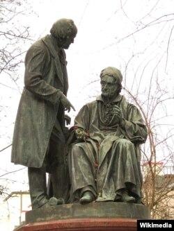 Carl Gauss (ngồi) với Wilhelm Weber, tượng đồng của Carl Ferdinand Hartzer tại Göttingen. Ảnh Longbow4u (Wikimedia, CC BY-SA 3.0)