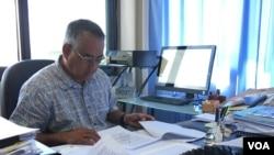 Eugene Pangelinan, Giám đốc Điều hành Cơ quan Quản lý Tài nguyên Đại dương Quốc gia Liên bang Micronesia, trong văn phòng làm việc, ngày 26 tháng 4, 2017.