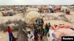 소말리아 수도 모가디슈 북서부 갈카요 시의 임시 난민수용소. (자료사진)
