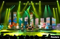 朝鲜牡丹峰乐团在平壤演出(2012年7月7日)
