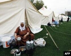 Soğukla boğuşan depremzedelerin en büyük sorunu çadır tedariki oldu