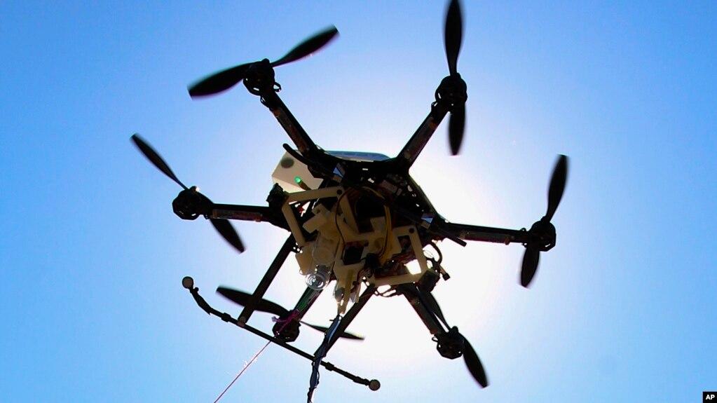 Máy bay không người lái bay thử tại Lincoln, Nebraska ngày 6/9/ 2013. Một cuộc nghiên cứu của Thụy Điển cho thấy máy kích tim trên máy bay có thể cứu người nhanh chóng.