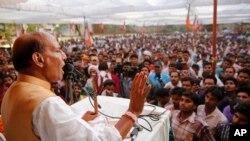 د هند د کورنیو چارو وزیر اعلان وکړ چې په جمو او کشمیر کې به د حملې د څرنگوالي په اړه څیړنې وشي