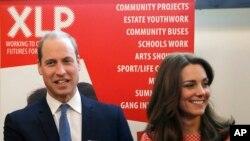Pangeran William dari Inggris dan istrinya Kate dalam sebuah acara di London (11/3).