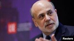 Thống đốc Ben Bernanke nói ngân hàng sẽ tiếp tục các chương trình kích thích kinh tế trong một thời gian nữa