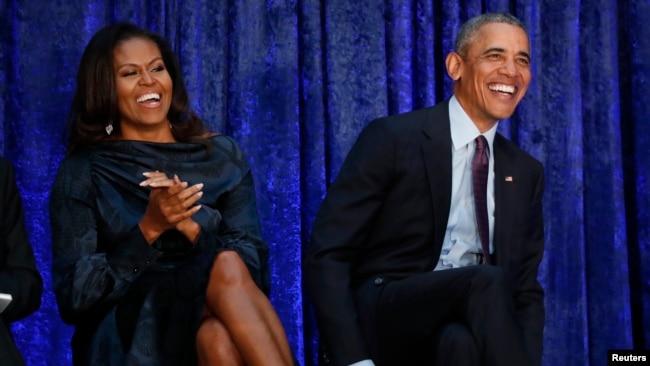 El ex presidente de EE.UU., Barack Obama y la ex primera dama Michelle Obama en la Galería Nacional de Retratos del Instituto Smithsonian, antes de que se desvelen sus retratos en Washington, el 12 de febrero de 2019.