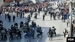 تصاویر مربوط به اعتراضات به گران شدن بنزین در شهرهای مختلف ایران - شیراز، چهار راه زند
