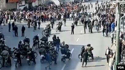حمله پلیس به معترضان در شیراز- آبان ۹۸