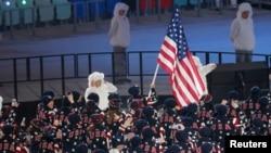 Vận động viên Todd Lodwick dẫn đầu đoàn Mỹ tại Thế Vận Hội Mùa Đông Sochi, ngày 7/2/2014.