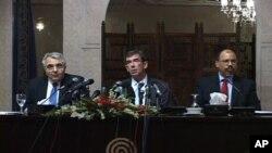اقوام متحدہ کے عہدیدار اسلام آباد پریس کانفرنس سے خطاب کرتے ہوئے