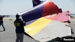 Penyidik dari NTSB telah menemukan kepingan ekor pesawat Asiana Airlines yang nahas di Teluk San Francisco, Senin (8/7).