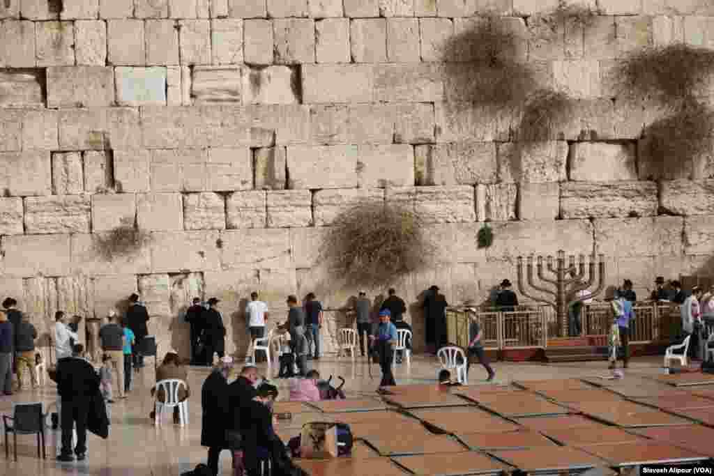 نمایی از دیوار ندبه از مکان های مقدس یهودیان در شهر اورشلیم.