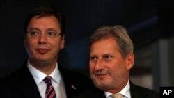 Srpski premijer Aleksandar Vučić i evropski komesar Johanes Han tokom susreta u Beogradu