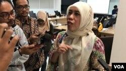 Research Project Integration Manager Biofarma, Neny Nuraeni, memberikan keterangan pada wartawan di Jakarta. (Foto: Rio Tuasikal/VOA)
