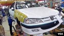 ادامه افزایش قیمت خودرو در ایران در شرایطی است که شرکتهای خودروسازی همچون سایپا و ایرانخودرو به تعهدات خود مبنی بر واگذاری خودروهای ثبتنامی عمل نکرده اند.