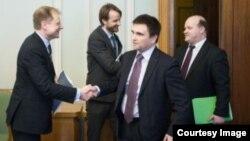 Валерий Чалый (крайний справа). Фото с интернет-страницы http://www.president.gov.ua/ru/photos/administration