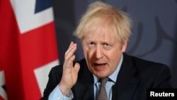 資料照:英國首相約翰遜在唐寧街舉行記者會。