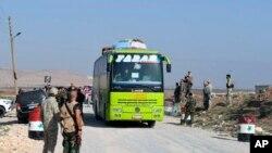 Abasirikare ba Siriya bacungera abahungishwa intara za Aleppo na Idlib
