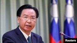 资料照:台湾外交部长吴钊燮在台北的一个记者会上讲话。(2018年8月21日)
