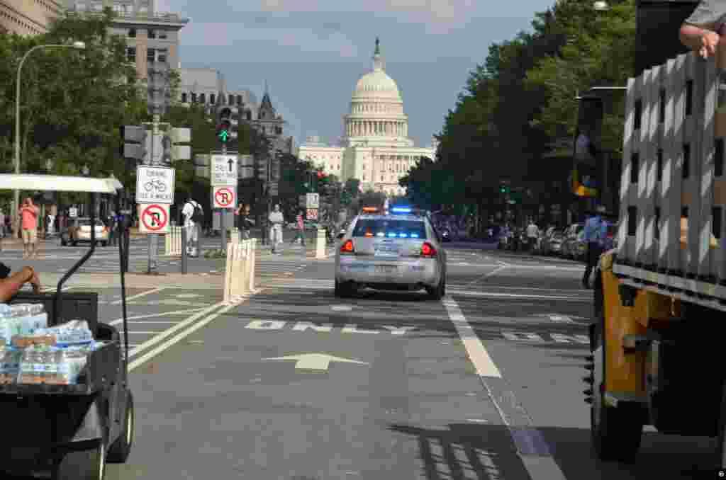 La marcha se llevó en parte a cabo por la Avenida de Pensilvania, que une la Casa Blanca con el Congreso, por lo que no es de extrañar que hubiera fuertes medidas de seguridad. (Foto: Juan Moreno).