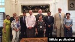 ေမာ္လၿမိဳင္ၿမိဳ႕ႏွင့္ အင္ဒီယားနားျပည္နယ္၊ ဖို႔ဝိန္႔ၿမိဳ႕တို႔အၾကား ခ်စ္ၾကည္ရင္းႏွီးမႈၿမိဳ႕ေတာ္ထူေထာင္ထားသည့္ Fort Wayne Sister Cities International Inc အဖြဲ႕သည္ ျမန္မာ သံအမတ္ႀကီးႏွင့္ေတြ႔ဆံု (Myanmar Embassy Washington DC)