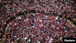 Dân Ai Cập biểu tình phản đối tại Quảng trường Tahrir ở Cairo, Ai Cập, 2/7/13