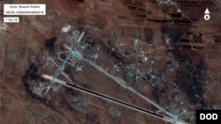 Повідомлено, що ціллю ударів стала авіабаза Шейрат на заході Сирії.