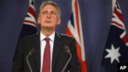 Menteri Luar Negeri Inggris Philip Hammond menolak campur tangan militer asing dalam konflik di Libya (foto: dok).