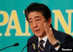 아베 신조 일본 통리가 3일 도쿄 국가언론협회에서 연설하고 있다.