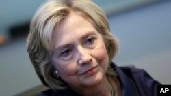 Hillary Clinton, bakal calon presiden AS dari Partai Demokrat, dalam wawancara dengan Associated Press di Cedar Rapids, Iowa (7/9).