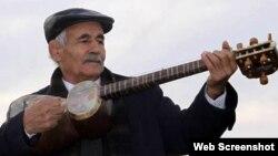 Təhlükəsizlik qurumları Təbrizli musiqiçi Həsən Dəmirçini dəfələrlə həbs edib və musiqi məktəbini qapadıblar.